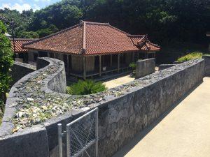 慶良間諸島のうちの一つ、慶留間島に残る旧家高良家